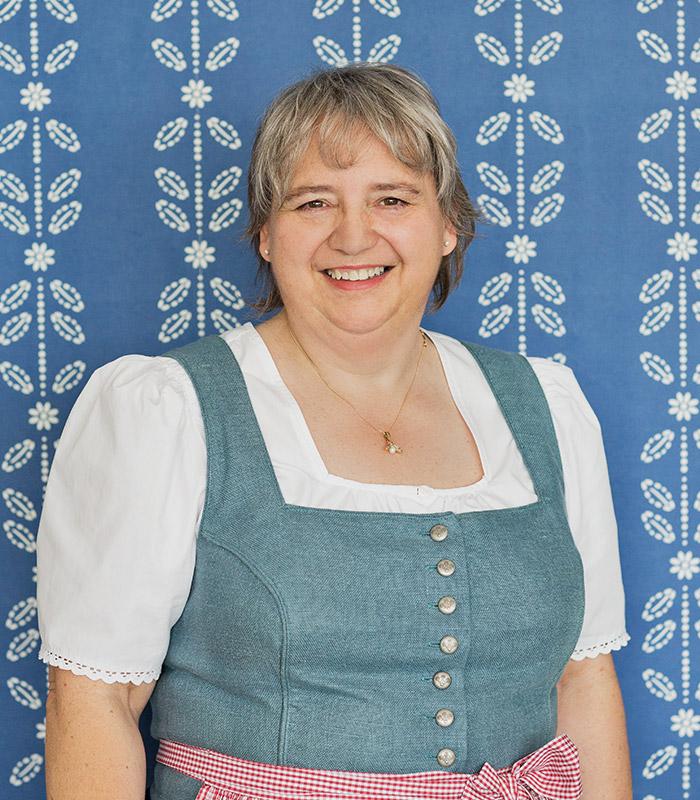 Eva Zusag, Schneidermeisterin